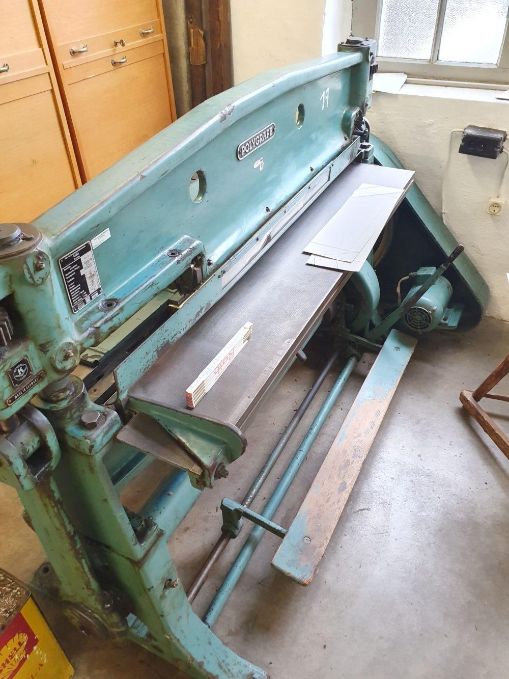 Schwere Pappen-Biege & Stauchmaschine