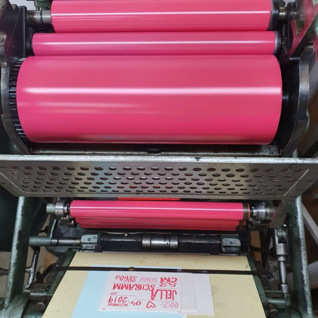 Letterpress-Geburtkarten auf Bierdeckelfilz